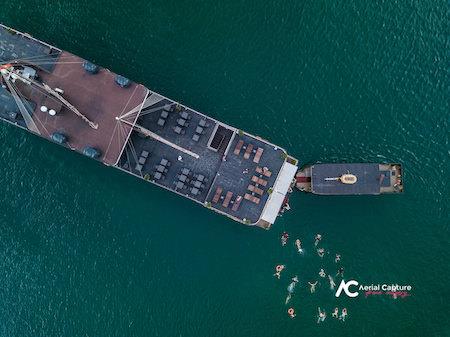 foto con Drone nave vista dall'alto